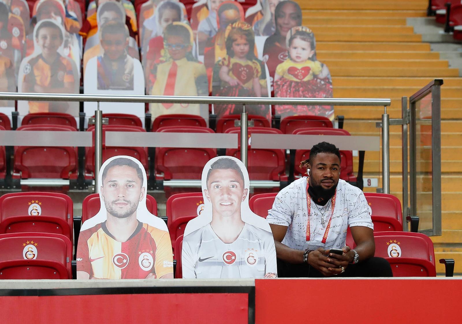 EbDc4DiWsAARrD4?format=jpg&name=large - Galatasaray Muslera ve Andone'yi unutmadı