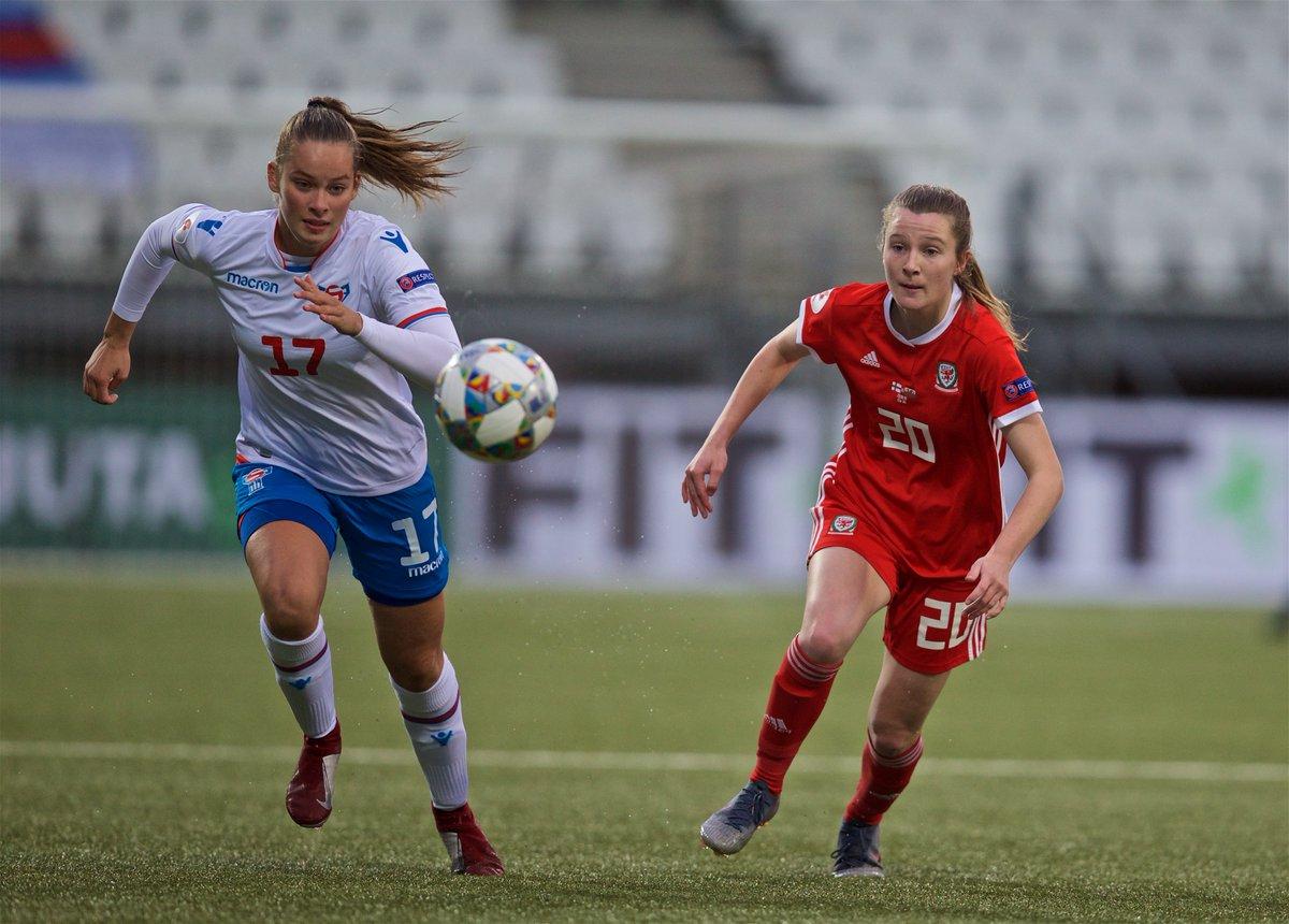 🏴 2019, age 15: Senior Cymru debut. 🔴 2020, age 16: Signs for @ManUtdWomen academy.  Llongyfarchiadau, @Carriejones_10! 🙌  #BeFootball | #TogetherStronger https://t.co/nSnu9J4wpq
