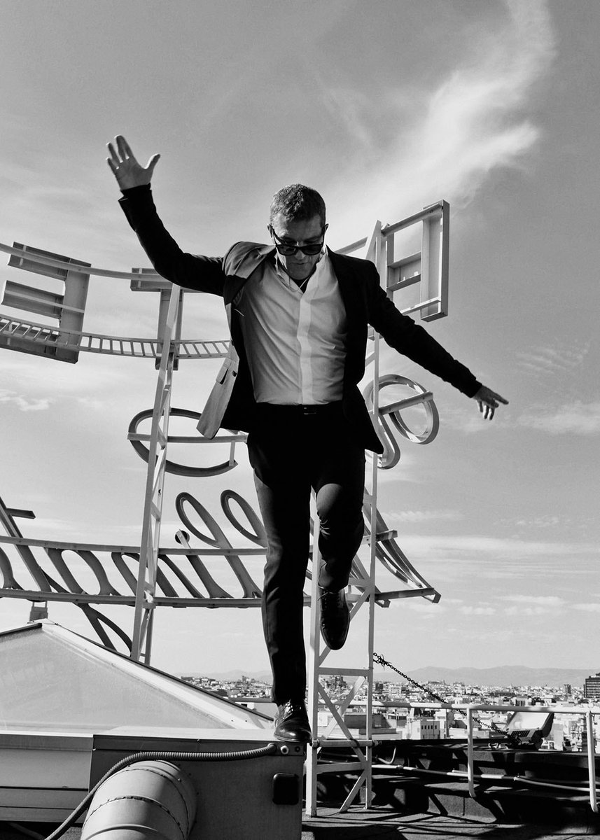 Edición limitada 30 copias numeradas 50x70cm. Fotografía de @antoniobanderas realizada en exclusiva para la revista @elle_spain . Dic.2013. Los beneficios irán destinados a @fesbal_org #ELLESolidArty #ELLE4FOOD @CaixaBankExp   https://t.co/SSXoZf5Gjf https://t.co/bFO98LlXAH
