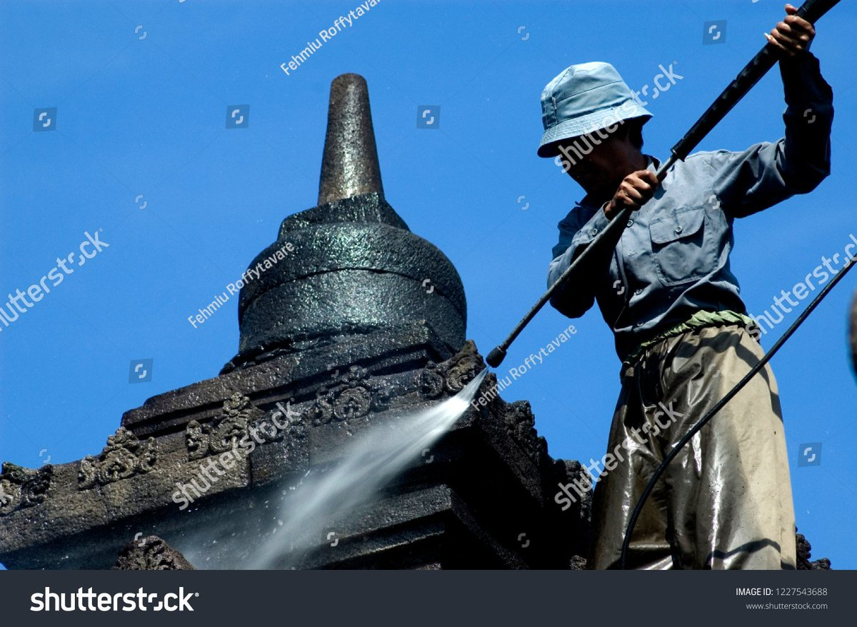 A worker is cleaning volcanic ash due to the eruption of Mount Merapi in Indonesia  photo ID: 1227543688 http://www.shutterstock.com/?rid=217447611  #mountmerapi #eruption #borobudurtemple #destination #dailynews #today #destination #travel #volcano #merapi #newspic.twitter.com/LgaCs0HlLM