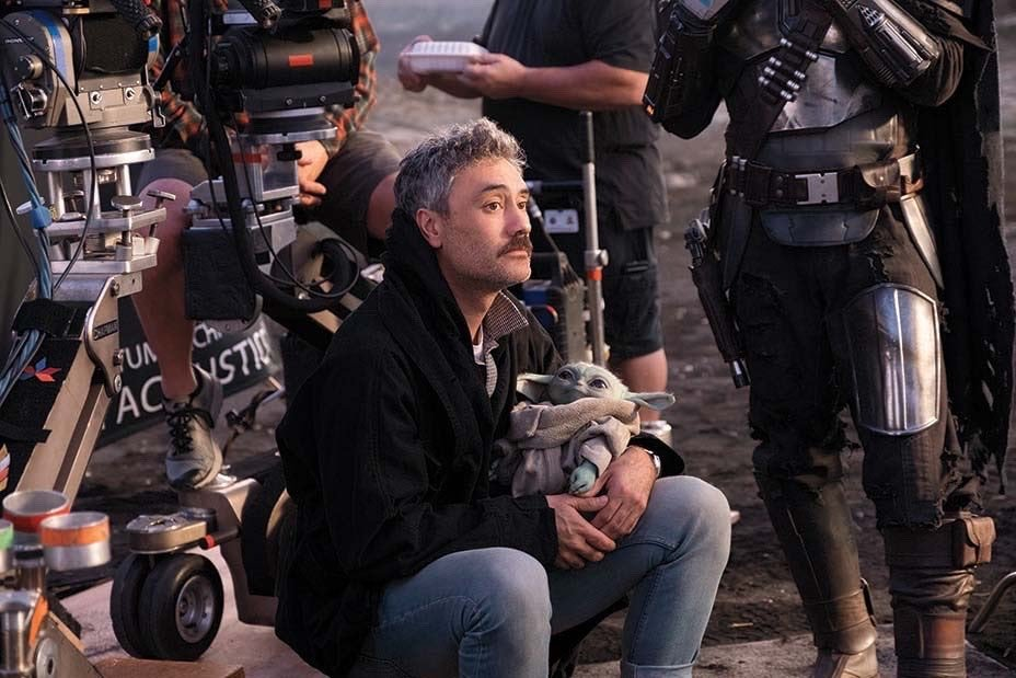 """Culture Crave 🎥 on Twitter: """"#TheMandalorian director Taika Waititi holding baby Yoda. That's the tweet… """""""