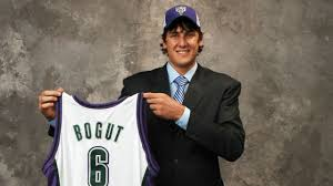 June 28, 2005: For just the fourth time in @Bucks history, they had the first pick in the NBA draft. They picked Utah center Andrew Bogut.  He joins Lew Alcindor (Kareem Abdul Jabbar – 1969), Kent Benson – 1977, and Glenn Robinson – 1994 as the only other top picks. https://t.co/hOTtCX0hx4