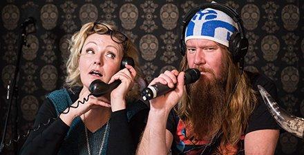 Radio Villa Mayhem on Mari Perankosken ja Jouni Hynysen ei niin syväluotaava podcast parisuhteen ytimestä. Mukana on sketsejä, musiikkia ja muuta sisältöä, joka ei liity välttämättä yhtään mihinkään. Kuuntele, mutta omalla vastuulla! https://t.co/XiokKUQE2H #villamayhem https://t.co/2QDWDBEpbx
