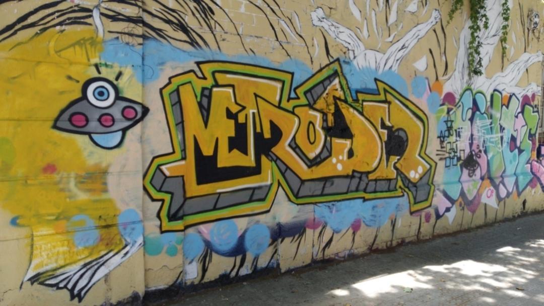 Artist: @metroider Wall: #Barcelona, #WesternTown, #pintura #colores #muralismo #mural #streetartbarcelona #arteenlacalle #artalcarrer #artist #arte #streetartbcn #graffiti #graffitibarcelona #instagraff #streetart #barcelonastreetart #montanacolors #arteurbano #wallspotpic.twitter.com/tU7h9ZJp8X