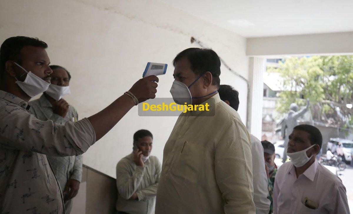 Former Gujarat Congress chief Bharatsinh Solanki critical, put on Ventilator support