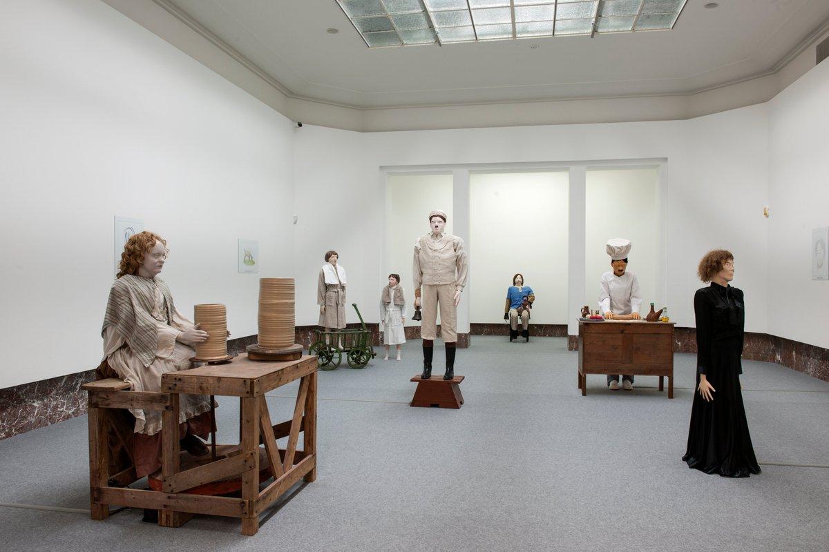 In the exhibition 'Mondo Cane' by Jos de Gruyter and Harald Thys, several of the puppets actually have a connection to reality.  ⠀ Discover their stories via https://t.co/6tXvgjPK3K ⠀ #expoMondoCane #weareopen #goodtoseeyou #bozar https://t.co/iL7EqGL4QN