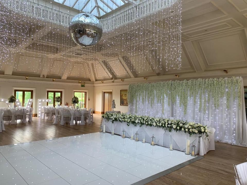 Just look at the beautiful wisteria backdrop that we loved creating at @StockBrookClub #weddingflowers #weddinginspo #essexweddingvenuepic.twitter.com/ZHRR361LIX