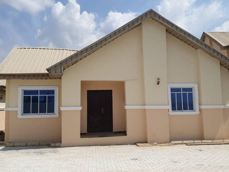 For Sale   3 bedroom Detached Bungalow House for sale behind Gastab Petrol, Tipper garage, off Eleyele Eleyele Ibadan  Selling at #17m per unit   https://t.co/tvIMRw5ZH7 https://t.co/Ks6pavJ3uM