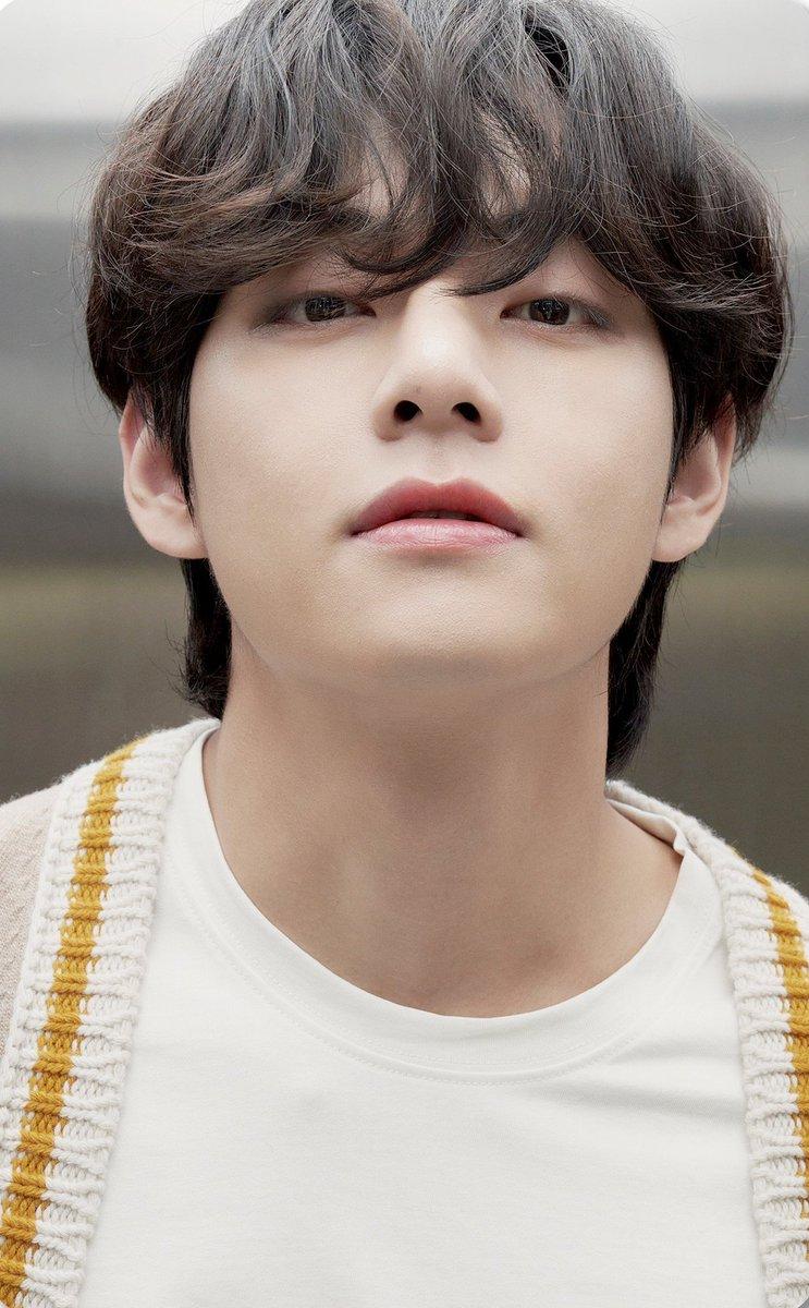 he's so kind and cute he's too good to be true:)  #TaehyungYouArePerfect  #taehyungamazing  #taehyungangel #taehyungawsome https://t.co/YwFp8Yvync