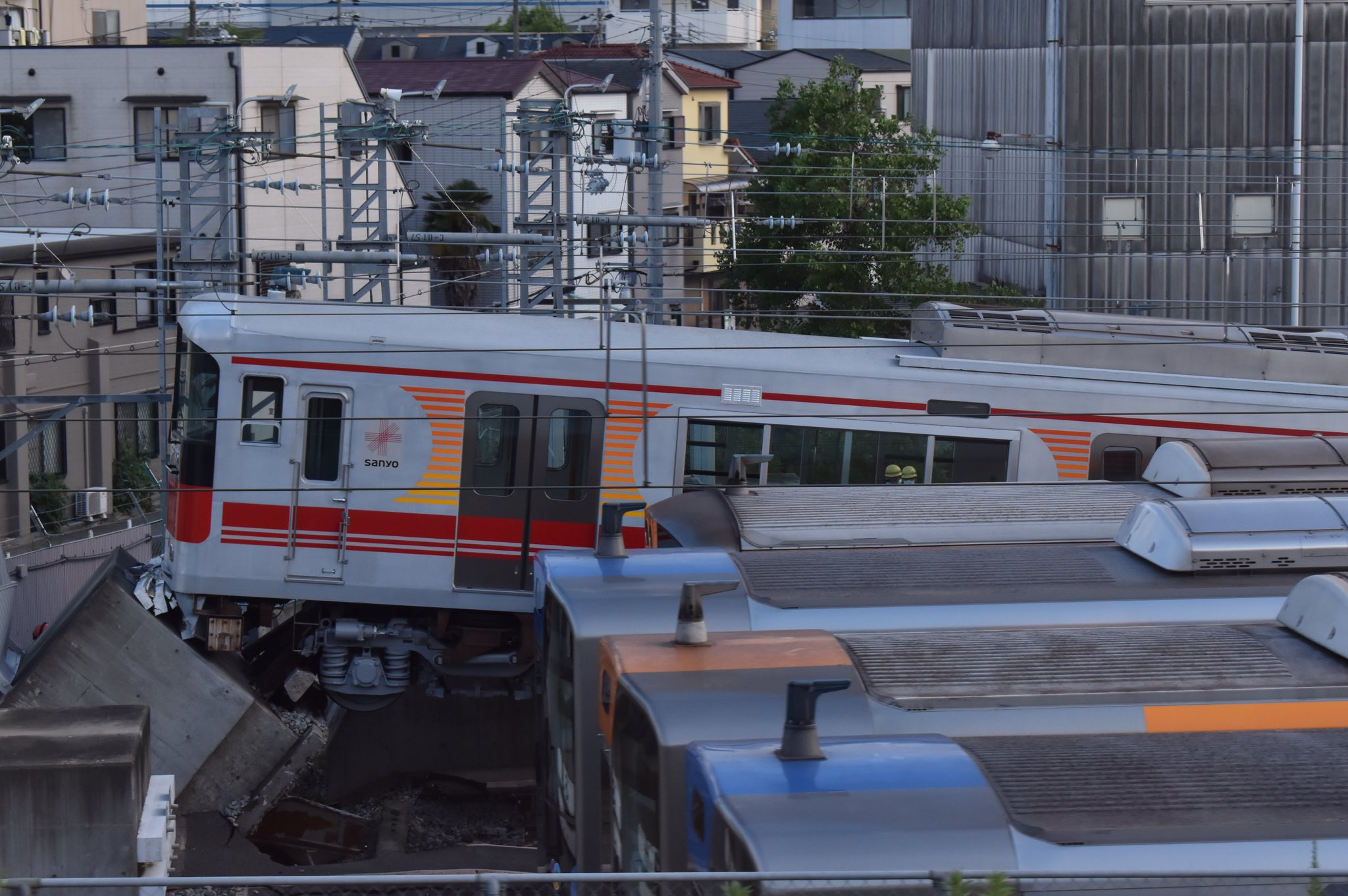 阪神電鉄の脱線事故が起きた現場の画像