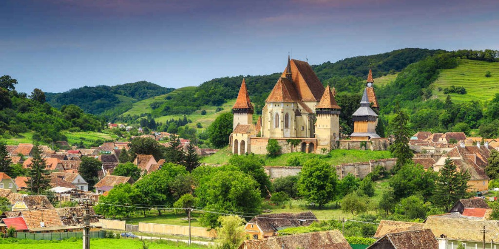 Who wouldn't mind a road trip around #Romania? Lush rolling hills, historic fortified churches and beautifully painted monasteries are calling our name! Have you been? 🇷🇴 https://t.co/PGlSd7nJbu