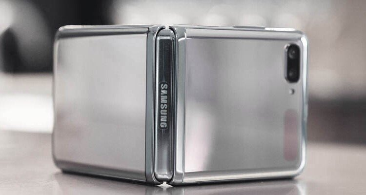 This is the world's first smartphone with a foldable glass screen. And of course, like in every state-of-the-art electronics, there is a place for Aluminium. #aluminium #auminiumintechnologies #Qatalum #qatar #roadto2022 Courtesy: https://t.co/uuMOdGIWc4 https://t.co/t49fyFnU3i