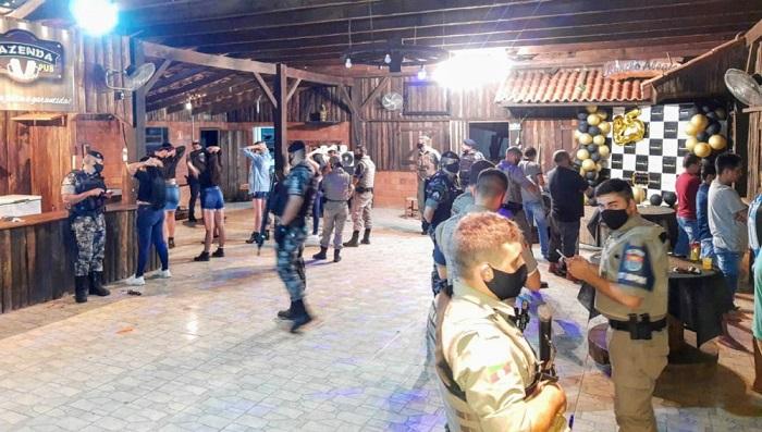 Festa Rave organizada por traficante é interrompida pela BM na Coxilha Velha, em Triunfo  Confira:  https://t.co/V73GVUPLJx  #montenegrofm #coronavirus #FiqueEmCasa #UseSuaMáscara #PorVocePorTodos #MontenegroContraOVirus #VocêCuidaDeMimEuCuidoDeVocê #coronavirüsü #coronavírus https://t.co/GDzg9LIA3T