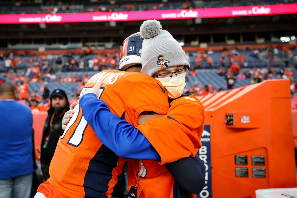Congratulations to the @Broncos & @BroncosOffField for being a finalist for @espn's #SportsHumanitarian Team of the Year award. We're so grateful for the work you do to support ACS & #CrucialCatch! https://t.co/jbKHHKZrCv