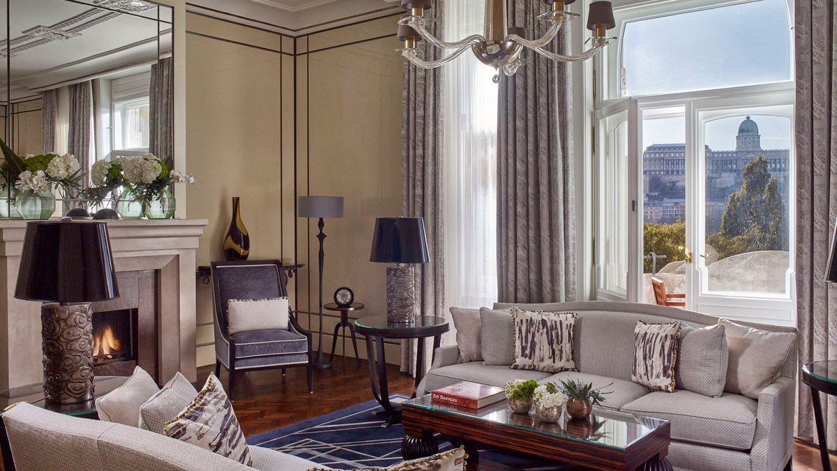 Living the #suite life, Budapest style. Breathtaking views, high ceilings, European elegance and legendary five star service. Visit https://t.co/Tvso8gz97A to take advantage of our Suite Break offer. #FSBudapest #SuiteBreak https://t.co/0tjR6gfgOU