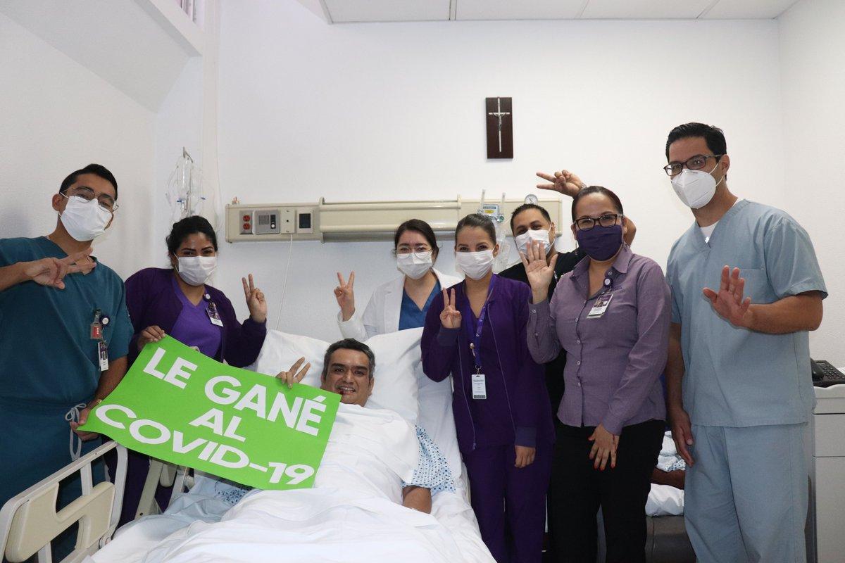 José Arturo García llegó a CHRISTUS MUGUERZA Hospital Vidriera con graves síntomas de COVID-19 y un bajo nivel de oxigenación. Tras 25 días hospitalizado fue dado de alta y antes de irse, reconoció a quienes lo cuidaron en todo momento. 🙌👏💜  https://t.co/rNZJTR9qkj https://t.co/eQD3YrLD4Z