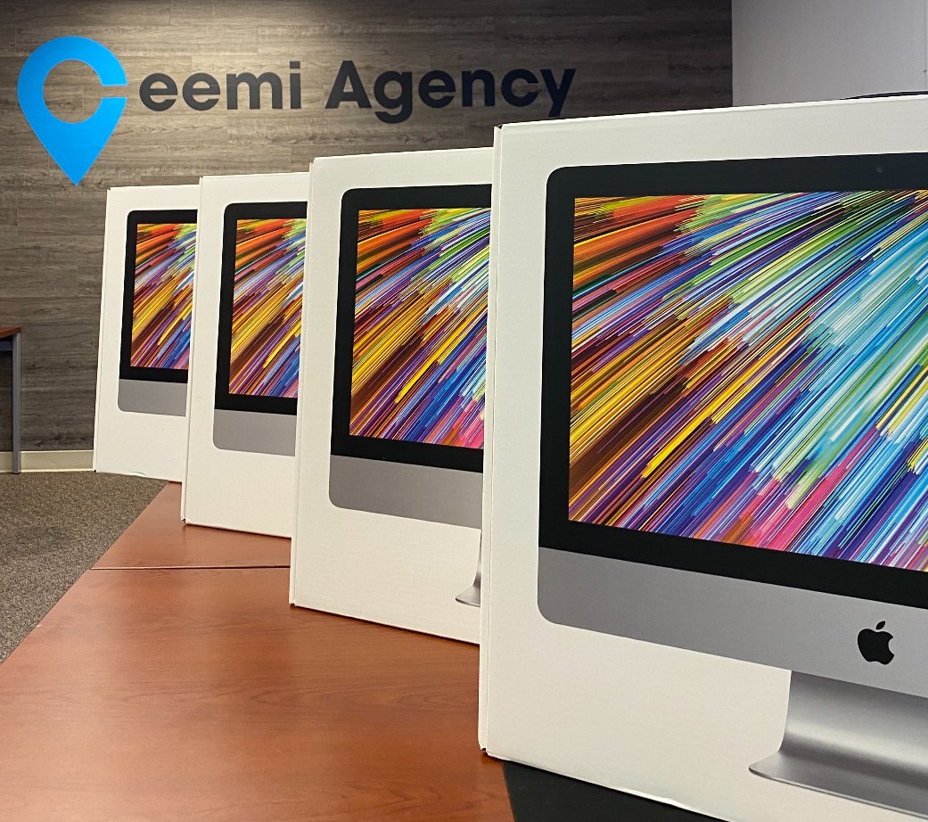 It's Monday, and our new iMacs are here. What do you prefer, Mac or PC? #desksetup #battlestation #officesetup #applesetup #creativeprocess #creativeprofessionalpic.twitter.com/uX6WffP30e