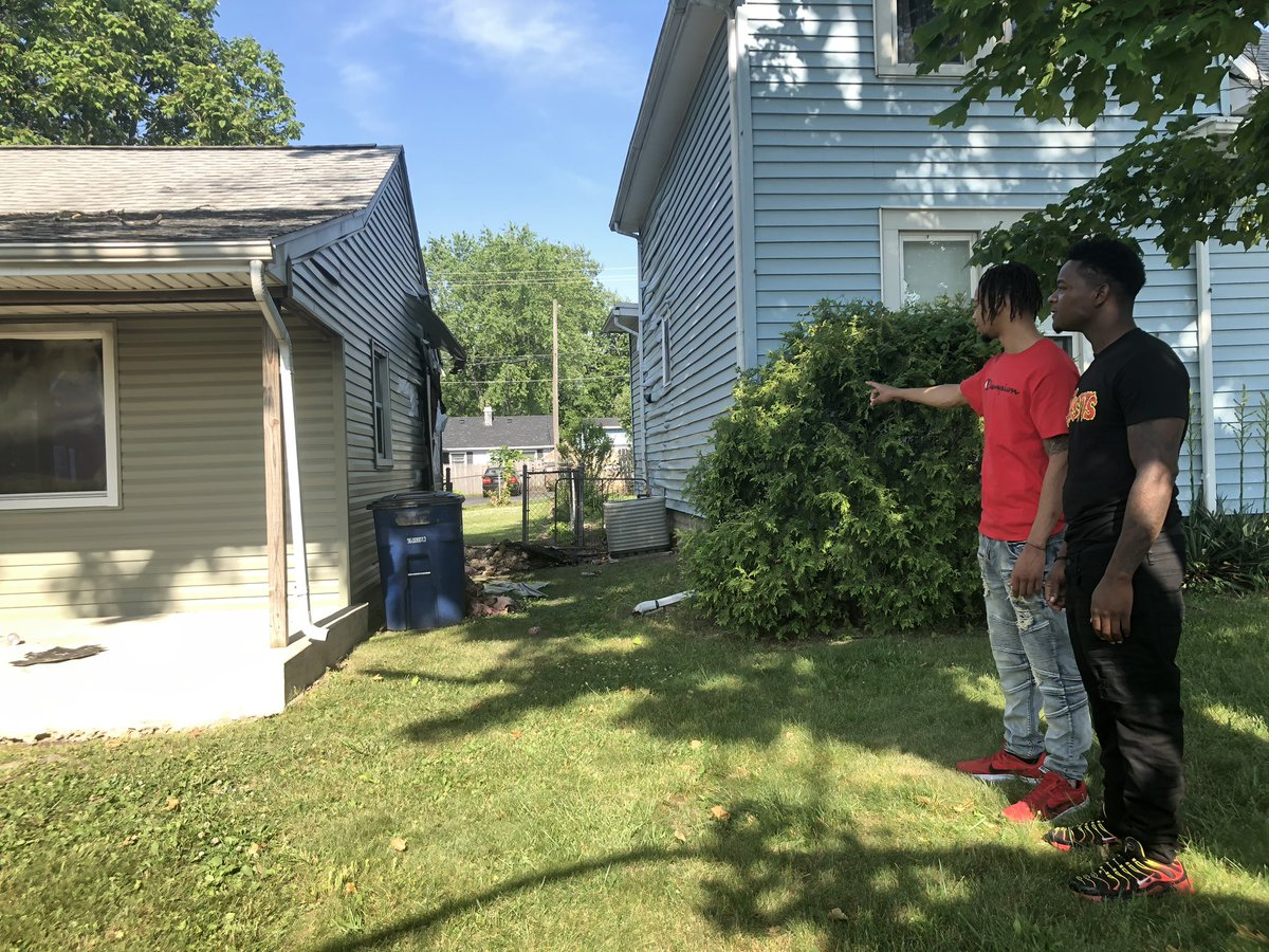 These two guys busted into a burning Marion home & rescued a man. They could hear him yelling for help & knew they had to go in.  Hear from them tonight on @FOX59 at 10 and @CBS4Indy at 11. https://t.co/1WaiTKCrFX
