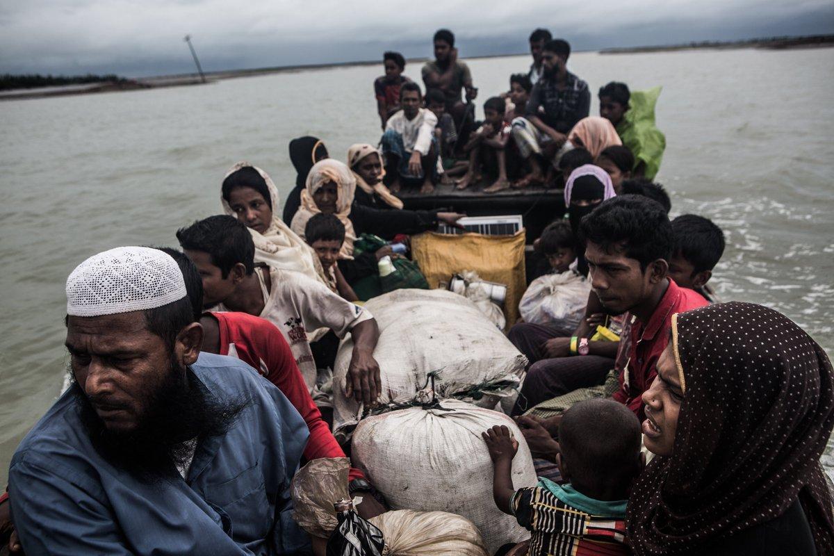 생존을 위해 바다로 나온 로힝야 난민들은 '코로나19 감염 예방'을 이유로 입국을 거절 당해 표류하고 있습니다. 그리스 난민 캠프는 수용인원을 한참 초과한 상태입니다. 코로나19의 여파로 일부 지역은 음식과 식수까지 끊겼습니다.  📍더 알아보기: https://t.co/1iVgT8PtG7 https://t.co/dS2uEXcKDp
