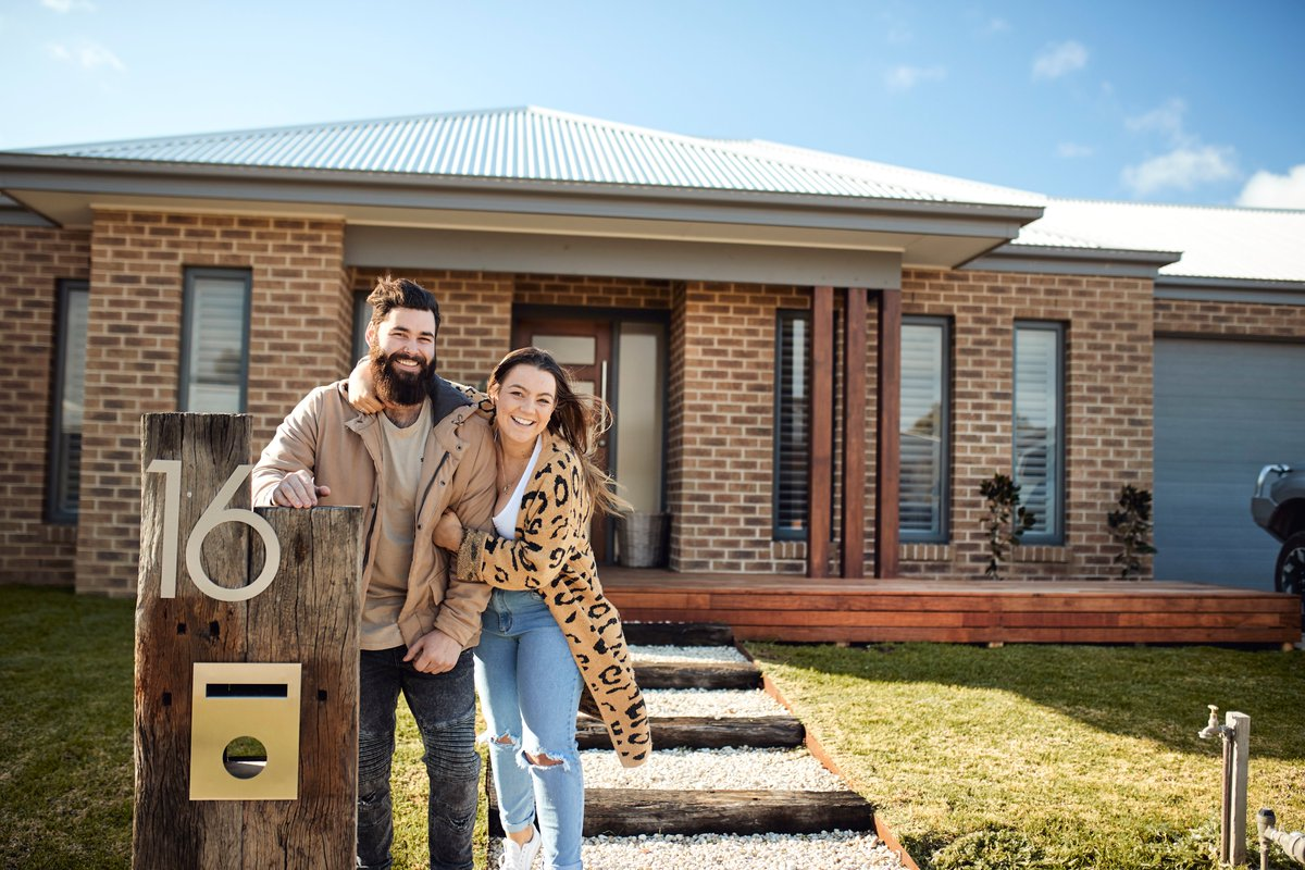 Liv and Jordan are not your average early-twenty-somethings. They've set the bar high on what's possible for first home buyers, building their first home with Metricon in a new estate at Ascot, in Bendigo. Take a look inside their beautiful home: https://t.co/IJIwHr9jIk https://t.co/q0vLJ3RPZB