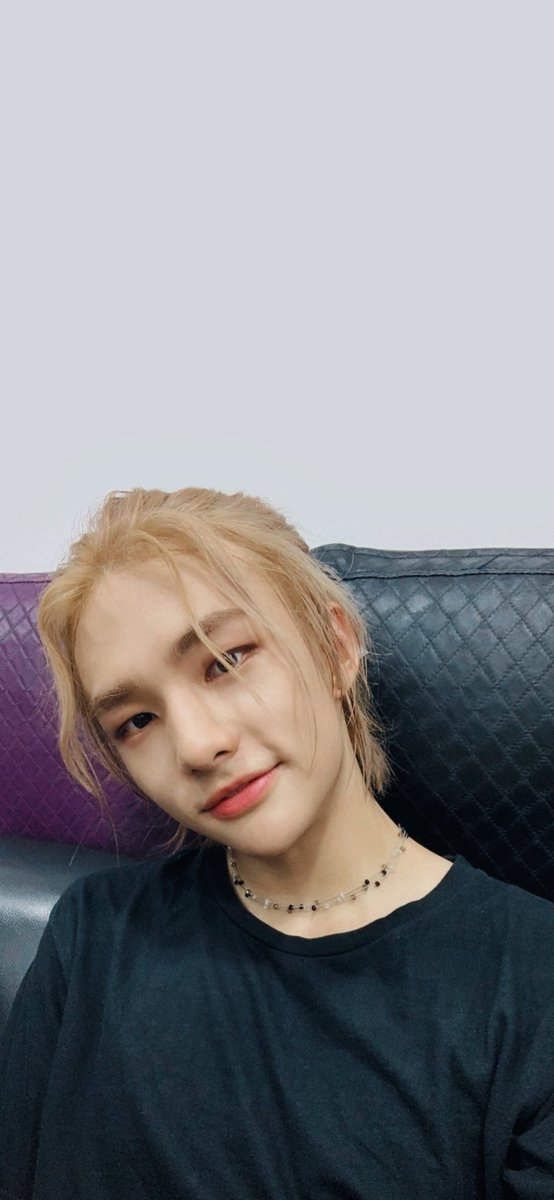 Stray Kids Wallpaper On Twitter Straykids 스트레이키즈 Hyunjin S Hair Chefs Kiss Hyunjin 현진 Hwanghyunjin 황현진