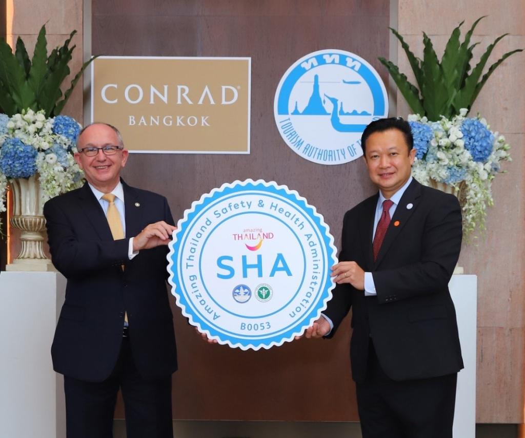 Conrad Bangkok was honored to receive our SHA certification from Mr. Yuthasak Supasorn, Governor of Tourism Authority of Thailand (TAT). The certificate was presented to Mr. Herman Ehrlich, General Manager.  #ConradBangkokHotel #ConradHotels #AmazingThailand #SHACertification https://t.co/wpPSd3rRi2
