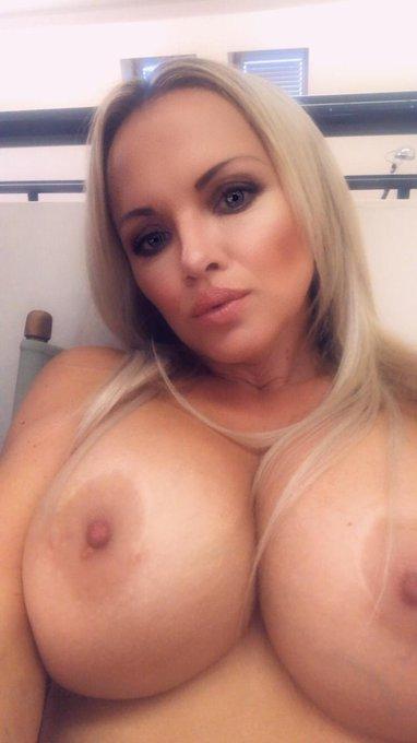 #TitsOutTuesday Links in Bio 💋 https://t.co/HuB0ZPEZXH