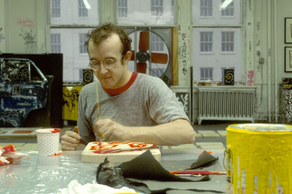 'I'm always working and drawing; there's nothing else to do. It's just what I can do, so I do it.' — Keith Haring  Plan your visit via https://t.co/27ZjinTXLz 🤗⠀ ⠀ 📷: Keith Haring photographed by Paulo Friedman, 1983. ⠀ ⠀ #expoKeithHaring #weareopen #goodtoseeyou #bozar https://t.co/khsOjEmAWa