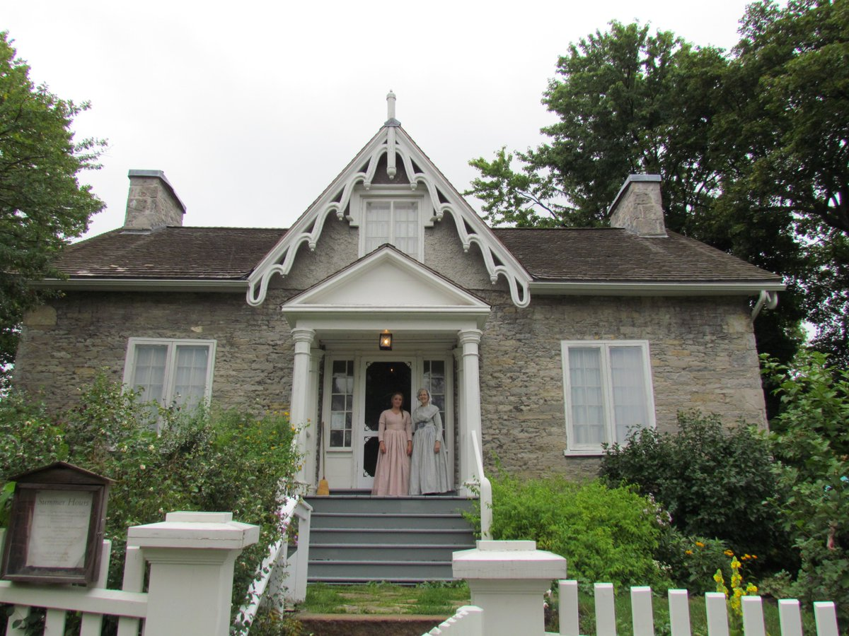 It's time for another #NamethatAttraction!   Fun fact: This is one of the oldest limestone houses in #PTBO.   Leave your answer below ⤵️ https://t.co/1owYRFpeNV