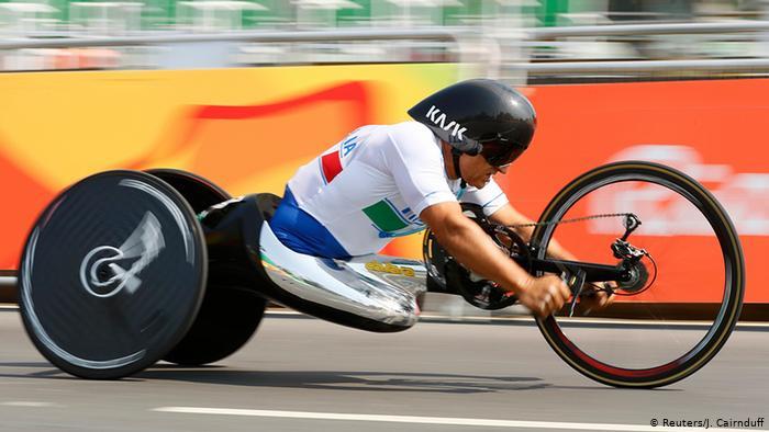 Ο @lxznr δίνει και πάλι μάχη για τη ζωή του μετά το ατύχημα που είχε σε αγώνα με το χειρήλατο του στη #Siena @Paralympics #ForzaAlex 🔗 https://t.co/KBvGvVQatl https://t.co/HzNznCkyg0