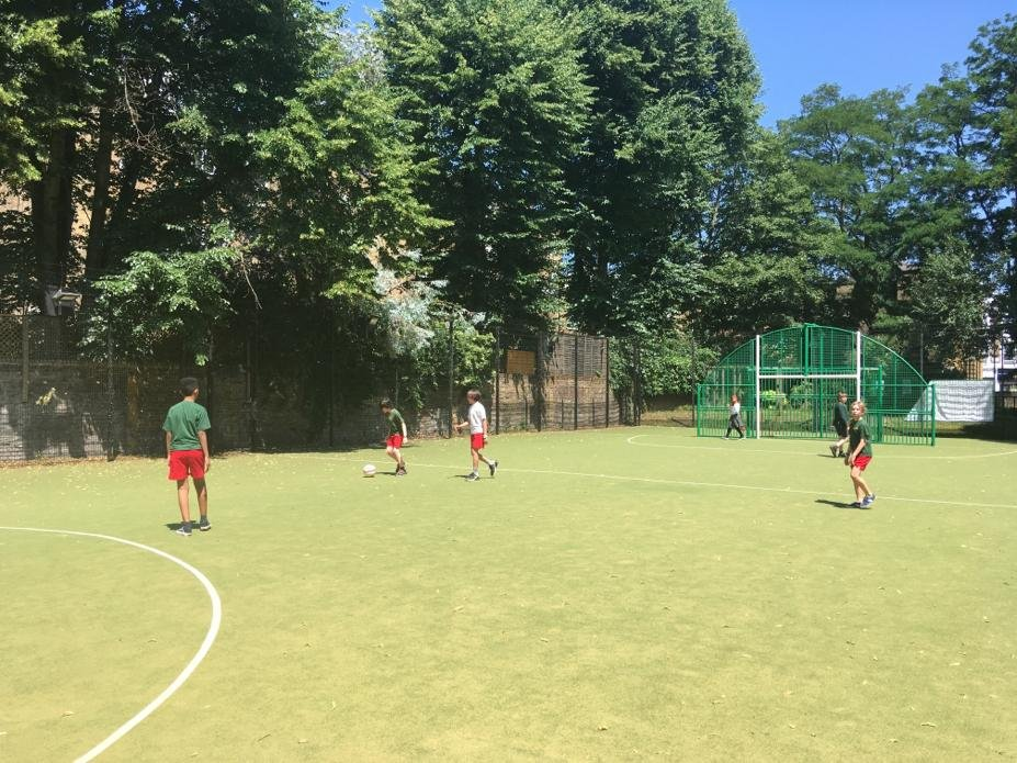 Our Year 6 Yellow Bubble are enjoying time in the sun at the pitch 🌞 #schoolreopeninguk #pe #HealthyLiving
