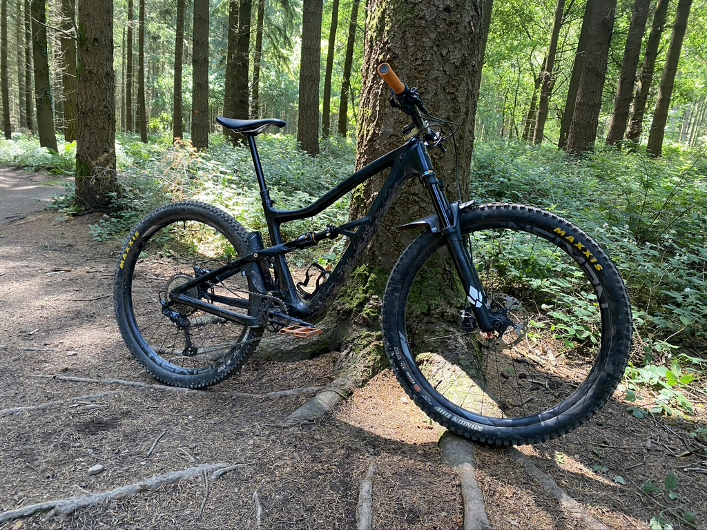 New shock, old habits. Decided to 'stump' myself about half way through the ride. Now have one black toe and some additional scarring.  Still bloody good ride and new shock is awesome. Rider sadly still let's the whole shebang down #mtb #fod #canecreek #ibiscycles pic.twitter.com/w40Fj4olGQ