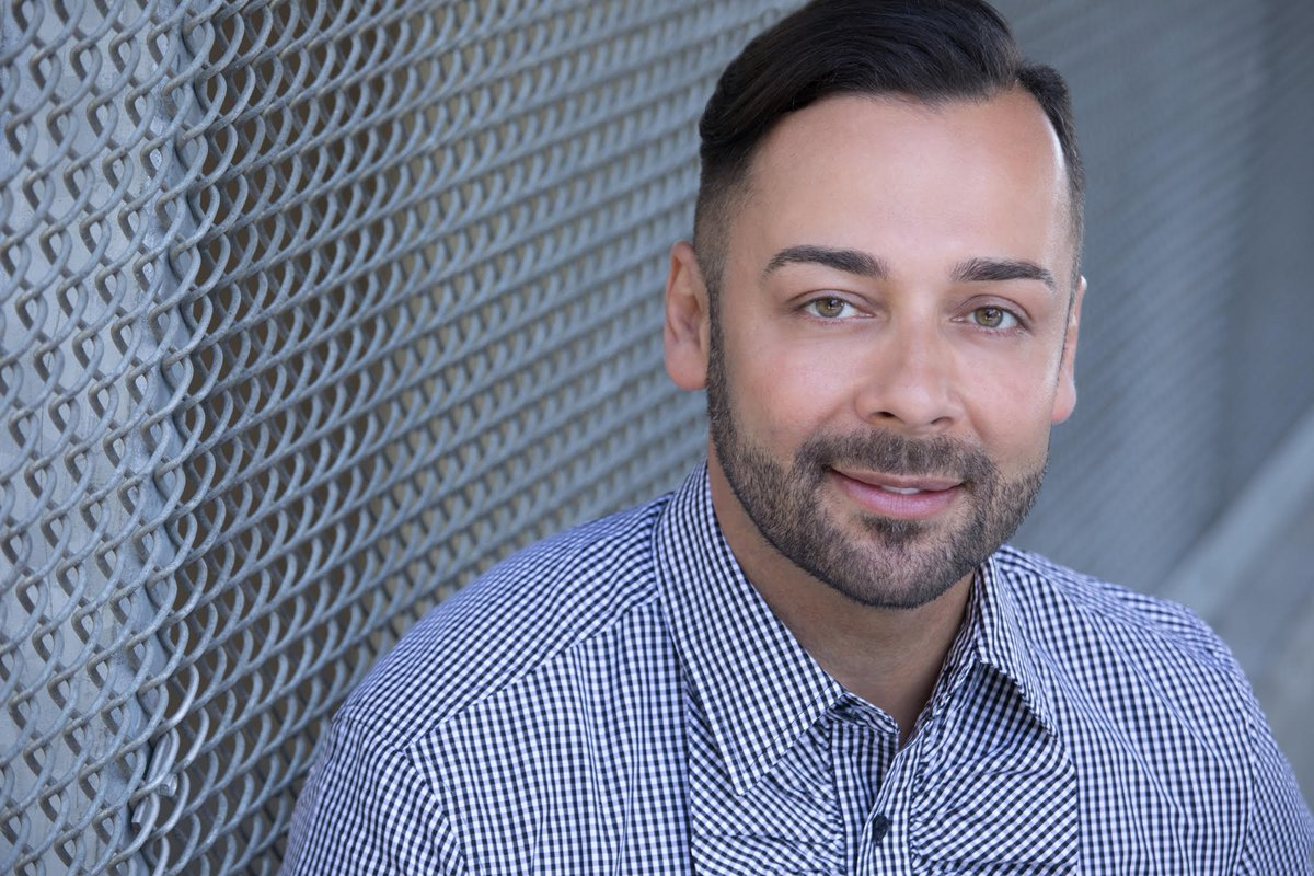 "As he rose in the nonprofit and foundation world, .@VillanuevaEdgar kept seeing the same thing: white decision makers dishing out cash to predominantly white organizations. He is one of OZYs 86 ""angelic troublemakers."" ow.ly/FeQH50AeNTl"