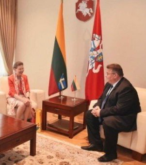 Thank you Minister @LinkeviciusL for excellent coop further deepening relationship #Sweden #Lithuania 🇸🇪🇱🇹 Lithuania's Foreign Minister bids farewell to outgoing Swedish Ambassador //urm.lt/default/en/news/lithuanias-foreign-minister-bids-farewell-to-outgoing-swedish-ambassador https://t.co/I3DD6xDPYd