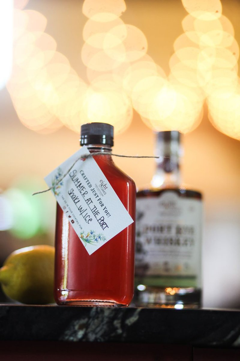 Mouthwatering food shouldn't be your only #TakeoutTuesday go-to. 🥃 Find local takeout cocktails, like these Porch Sippers from @EightOaksDist available to-go: bit.ly/35kt1Ol