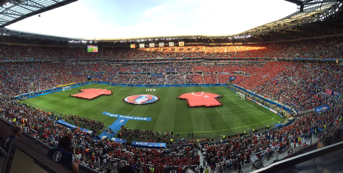 📸 Share your pics from the match with us!   #PORWAL16 | #TogetherStronger | #TheRedWall https://t.co/4NMY0Lt4mA