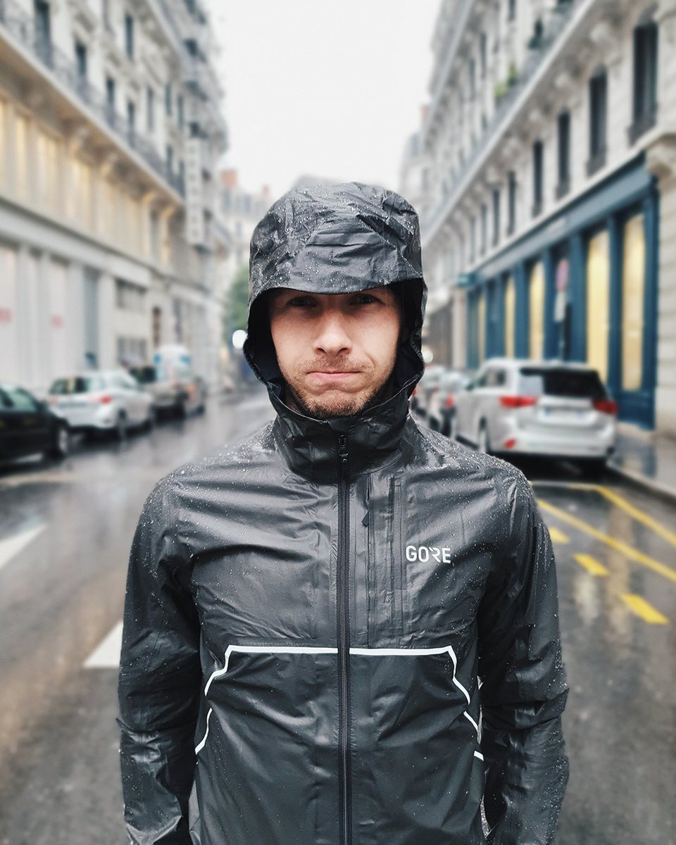 📷Regram-of-the-Week📷 When the weather is in the mood for rain 🌧 , but you love to run. No worries, the #GORETEX SHAKEDRY™ jacket by #GOREWEAR will keep you dry. 😎 Thank you, Cécile Lepapelyon for this great picture! 📷Cécile Lepapelyon
