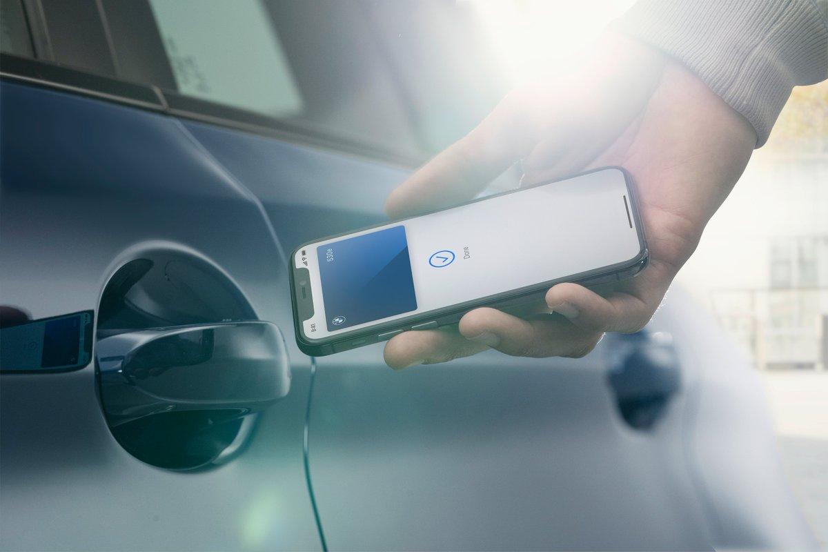 La Digital Key BMW arrive sur iPhone 🍎 BMW sera le premier constructeur automobile à permettre à ses clients d'utiliser l'iPhone comme clé de voiture entièrement digitale. #WWDC20 https://t.co/7EiCMX6v7C