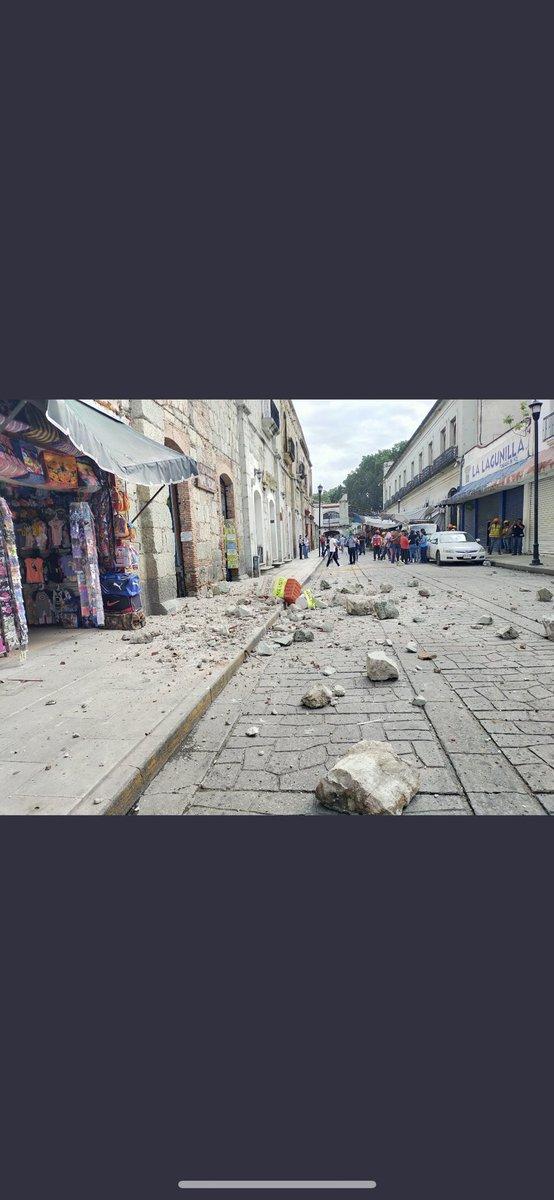 @UEFA_Goleador Hay daños en inmuebles! (Foto del centro histórico de Oaxaca)