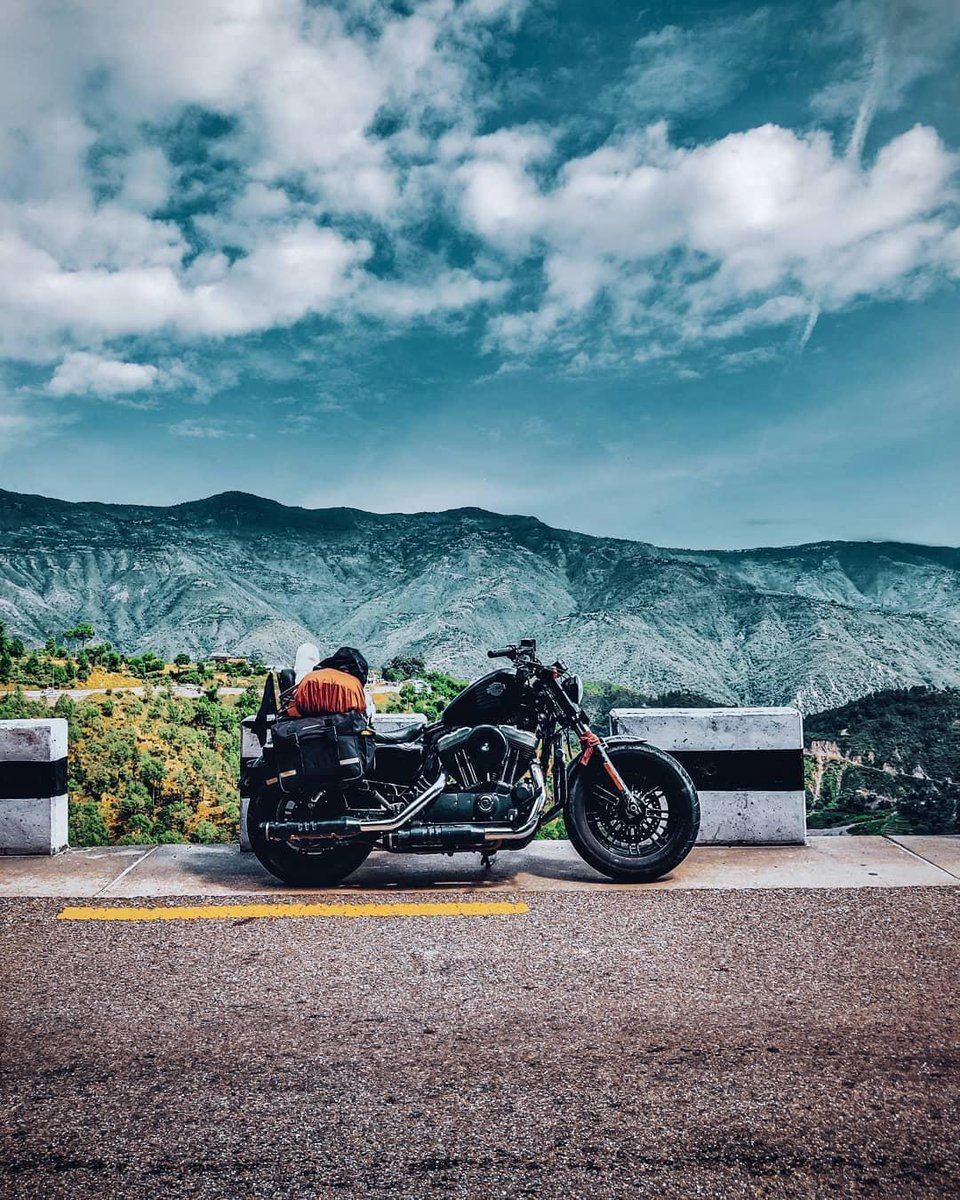 Com amigos ou sozinho. Qual é a viagem dos vossos sonhos? 📸@vikhnesh_padmakaran - 📍 BP Highway | Nepal  #HarleyDavidson #FindYourFreedom #LiveyourLegend #FreedomMachine https://t.co/VAkIOgxP2c