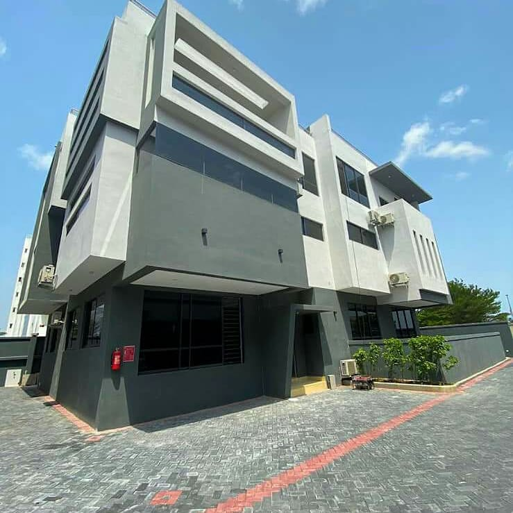 Location: Off Turnbull road Ikoyi Attractions All bedrooms ensuite - contemporary architecture - double-floor master's suite - rooftop terrace with an exceptional view - 24 hours power - swimming pool - parking for at least 5 cars  #17m Per Annum with a minimum of a 2 year lease. https://t.co/6WE3UNyLyk