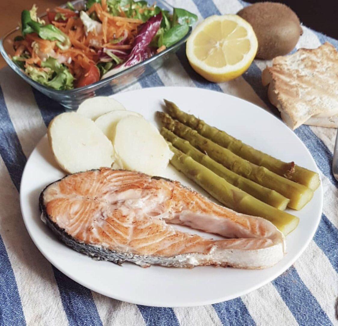 CÁLCULO DE CALORÍAS DIARIAS PARA PÉRDIDA DE PESO.  ✅ Balance energético ✅ Calcula las calorías de tu dieta ✅ Densidad calórica de los alimentos ✅ Listado de 50 ALIMENTOS según sus macronutientes  Lee aquí 👉🏼 https://t.co/B3oQ3bzJgl  ➕Post: https://t.co/0VAmclb24F https://t.co/vg4u7qAFt8