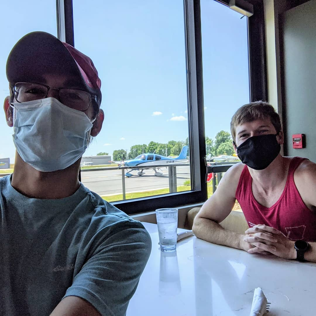 A few of our visitors enjoyed a meal Louise at Thaden Field! Have you visited Thaden Field? Dine inside and watch planes take off and land right in front of you!   #visitbentonville #bentonvillear #dinebentonville #aviation https://t.co/dbTQyamDLZ
