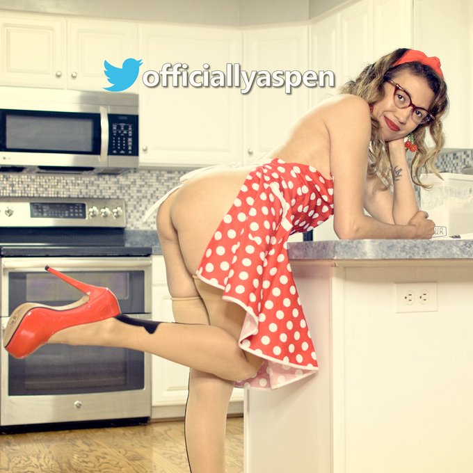 2 pic. New Pinup Pics Available! 54 total w/ 34 #NSFW!  #Onlyfans 🔥👉https://t.co/88J3lwZNhj👈🔥  #ManyVids 🔥👉https://t