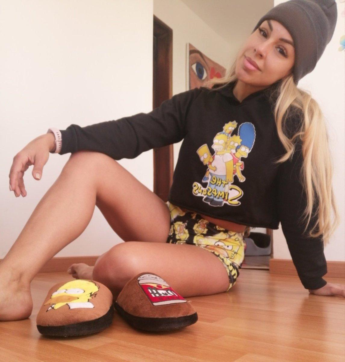 ¡Hoy si tocó baño (así no parezca)! El uniforme de trabajo  si es la pijama  tipo Chómpiras de los Simpsonitos.... 🤣⠀ Hoy martes está como dura la arrancada, no meto cambio.🤪🥴⠀ ⠀ ¿Ustedes como van?⠀ ⠀ #Maía #Simpson #simpsons #Colombia https://t.co/iwjiN7yxW3
