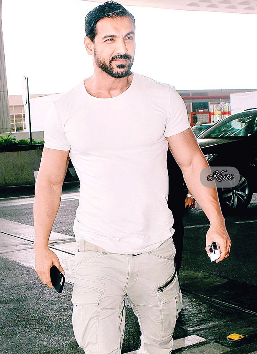 A hero is an ordinary individual who finds the strength to persevere & endure inspite of overwhelming obstacle👍 U dear @thejohnabraham r the true hero of my life Thank u for being the #rolemodel of my life Gud mrng dear ❤️ #personality @DrMonmoyuri @johnholick @NamanAg76060847