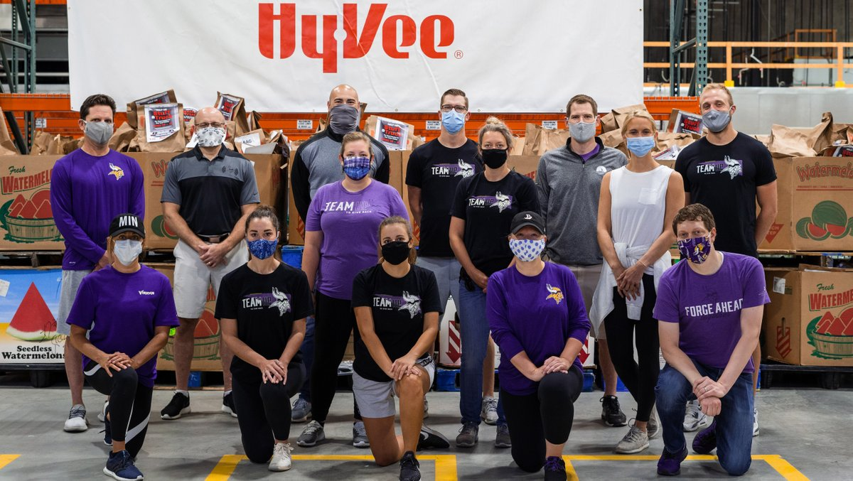 Members of the #Vikings organization helped load water, food and other essentials that were distributed to 10 Twin Cities food banks following @HyVee's Stuff A Truck campaign this past weekend.   📰: https://t.co/5xsejIWbVq https://t.co/dVfLqqqJ4M