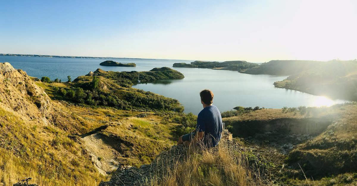 Lake Sakakawea seems endless stretching across North Dakota. This massive body of water stretches 180 miles and is surrounded by some of the states's most beautiful landscape. #BeNDLegendary https://t.co/tumn4rFCGY  📷: Katie B Vasbinder https://t.co/aE87sC6OUw