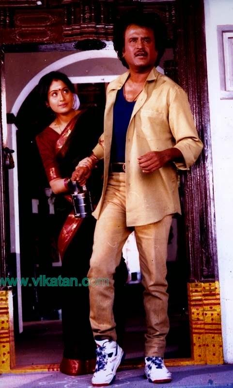 இந்த மனுஷன் சாதாரணமா நின்னா கூட ஸ்டைல் தான் கூடவே பிறந்தது என்னிக்கும் போகாது!!! #Thalaivarswag pic.twitter.com/M4T6vxGfLG