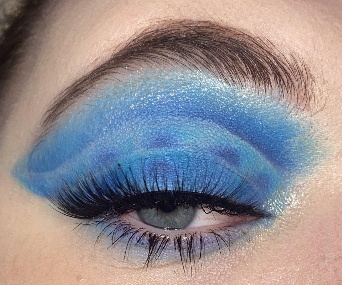 Waves Using:  @MakeupRevUSA conceal and define concealer  @MorpheBrushes x @jamescharles palette @UrbanDecay sparkle highlighter (idk the name) @MACcosmetics Mac Fix +  #makeupaddict #makeuplooks #makeupartisit  #muasfeaturing #makeup #morphebabe #unleashyourinnerartist pic.twitter.com/gmYOhstj5L